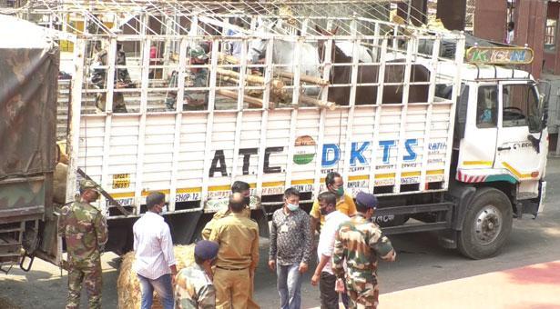 বাংলাদেশ সেনাবাহিনীকে ১৫টি ঘোড়া উপহার দিল ভারতীয় সেনাবাহিনী